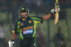 Kamran, Hafeez take Pakistan to victory - Cricket News
