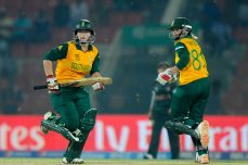 Van Niekerk, Lee shut Pakistan out - Cricket News