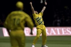 Warne works his Magic to take title in '99