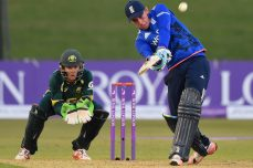 Heavyweight England begins strong favourite - Cricket News