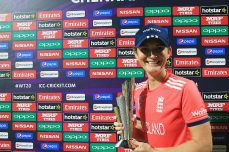 Charlotte Edwards quits international cricket - Cricket News