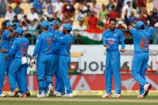 Pandya, red-hot Kohli propel India - Cricket News