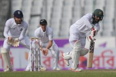 Mehedi, Kayes keep Bangladesh in the hunt - Cricket News