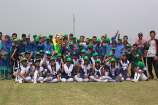 Nepal cricket team with the school children. - ICC T20 News