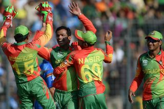 Bangladesh bowler Abdur Razzak (C) celebrates Mushfiqur Rahim (L), Nasir Hossain (2nd R) and Shakib Al Hasan (R) after the taking the wicket of Mohammad Nabi. - ICC T20 News