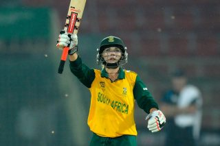 Mignon Du Preez scored a crucial 47-ball 51 to sheperd South Africa Women's chase and give it its maiden entry into the final four. - ICC T20 News