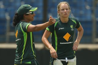 Lisa Sthalekar, assistant coach speaks with Alyssa Healy of Australia. - ICC T20 News