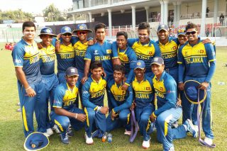 The Sri Lankan team poses for a picture.