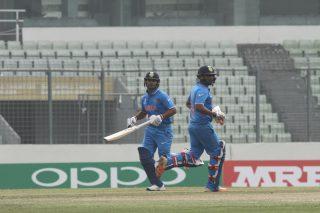 Sarfaraz Khan and Washington Sundar take a run.