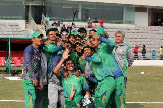 Pakistan players take a team selfie.