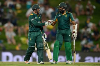 South Africa fights to avoid series defeat - Cricket News