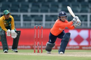 Beaumont, Gunn shine in England Women win