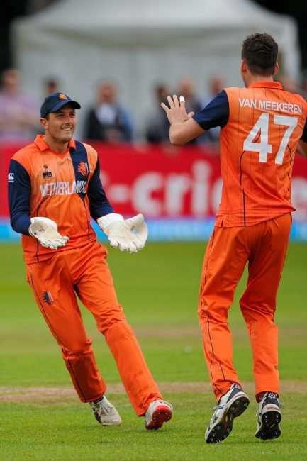 Netherlands' wicket keeper Wesley Barresi, left, celebrates with team mates Paul Van Schelven after catching Ireland's Andrew Balbirnie.