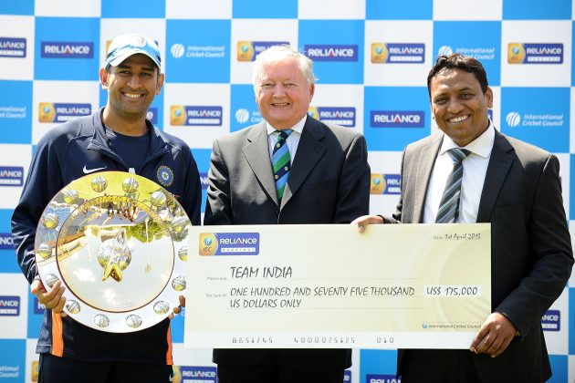 Dhoni receives Reliance ICC ODI Championship Shield and cheque - Cricket News