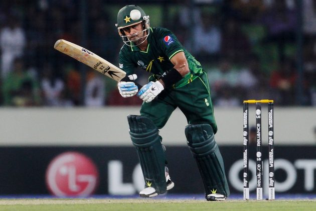 All-round heroics from Hafeez help Pakistan into semi-finals  - Cricket News