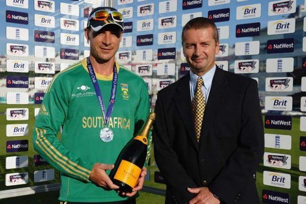 De Villiers lauds bowling effort - Cricket News