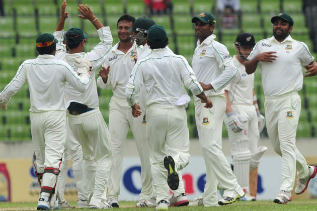 Rain intervenes after Shakib strikes - Cricket News