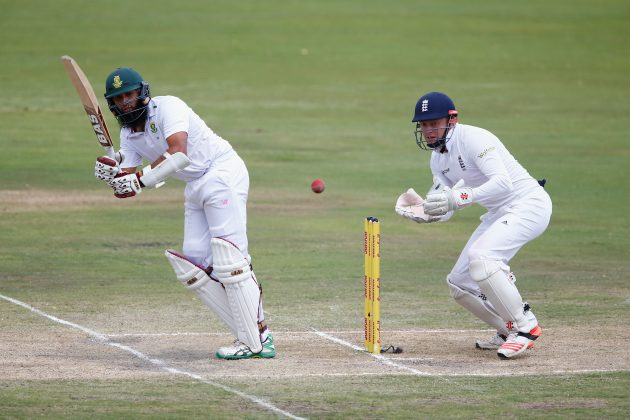 South Africa in sight of win after early strikes 