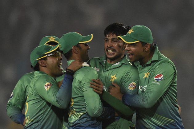 Malik, Akmal steer Pakistan home  - Cricket News