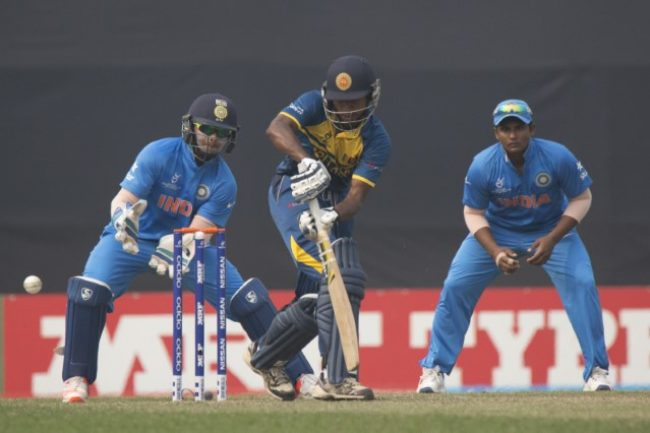 Kamindu Mendis plays a shot.