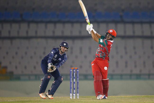 Zeeshan Maqsood plays a shot